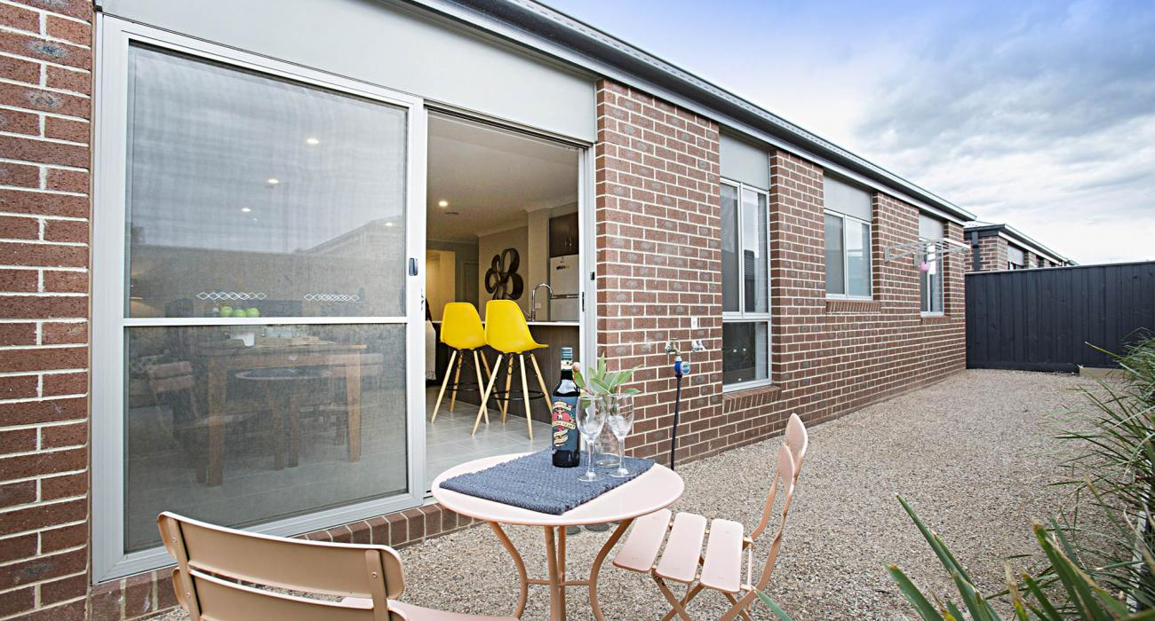 Carinya - Werribee - Outdoor Setting b