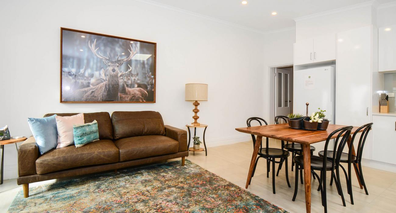 Carlton Terrace - Carlton - Living Area Beside Dining Area