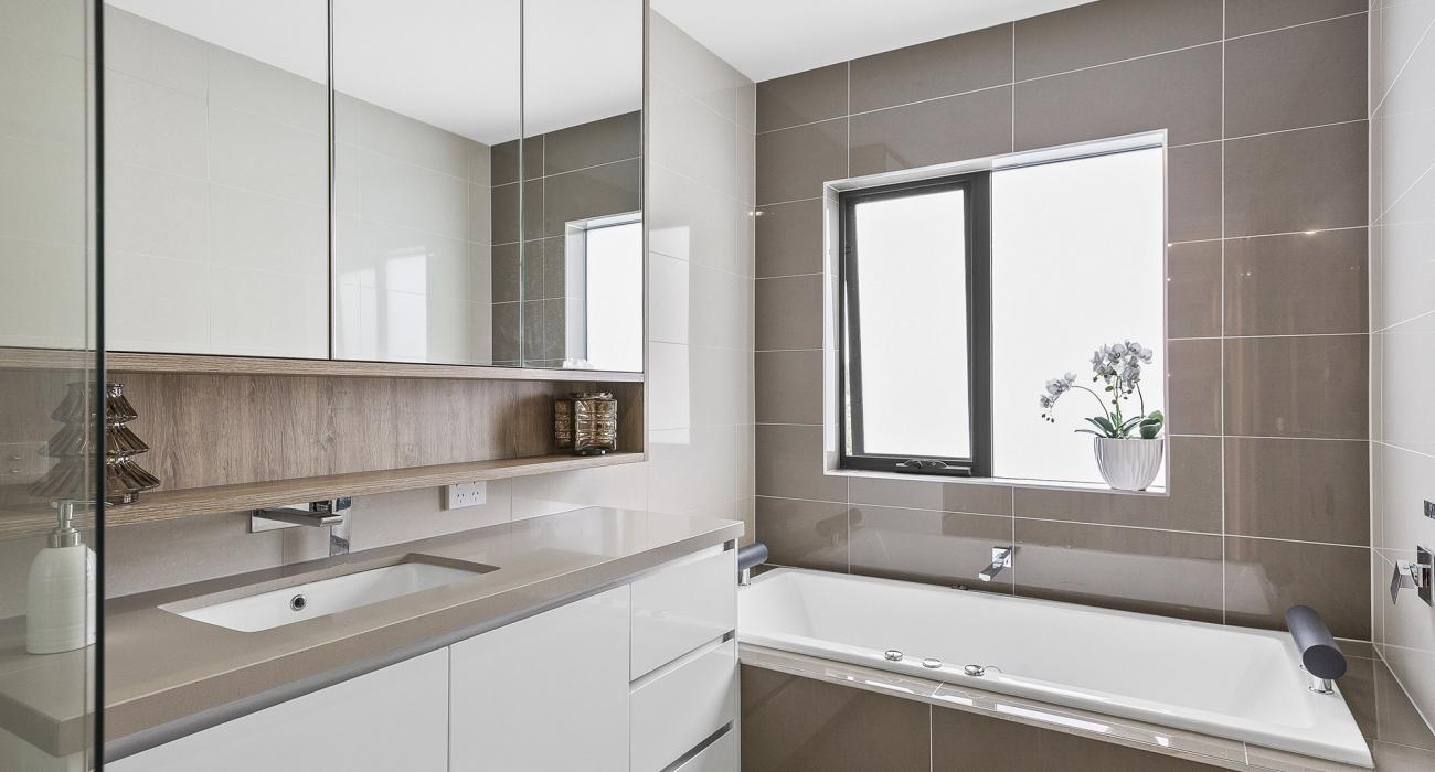 Edinburgh Place - Flemington - Upstairs Central Bathroom
