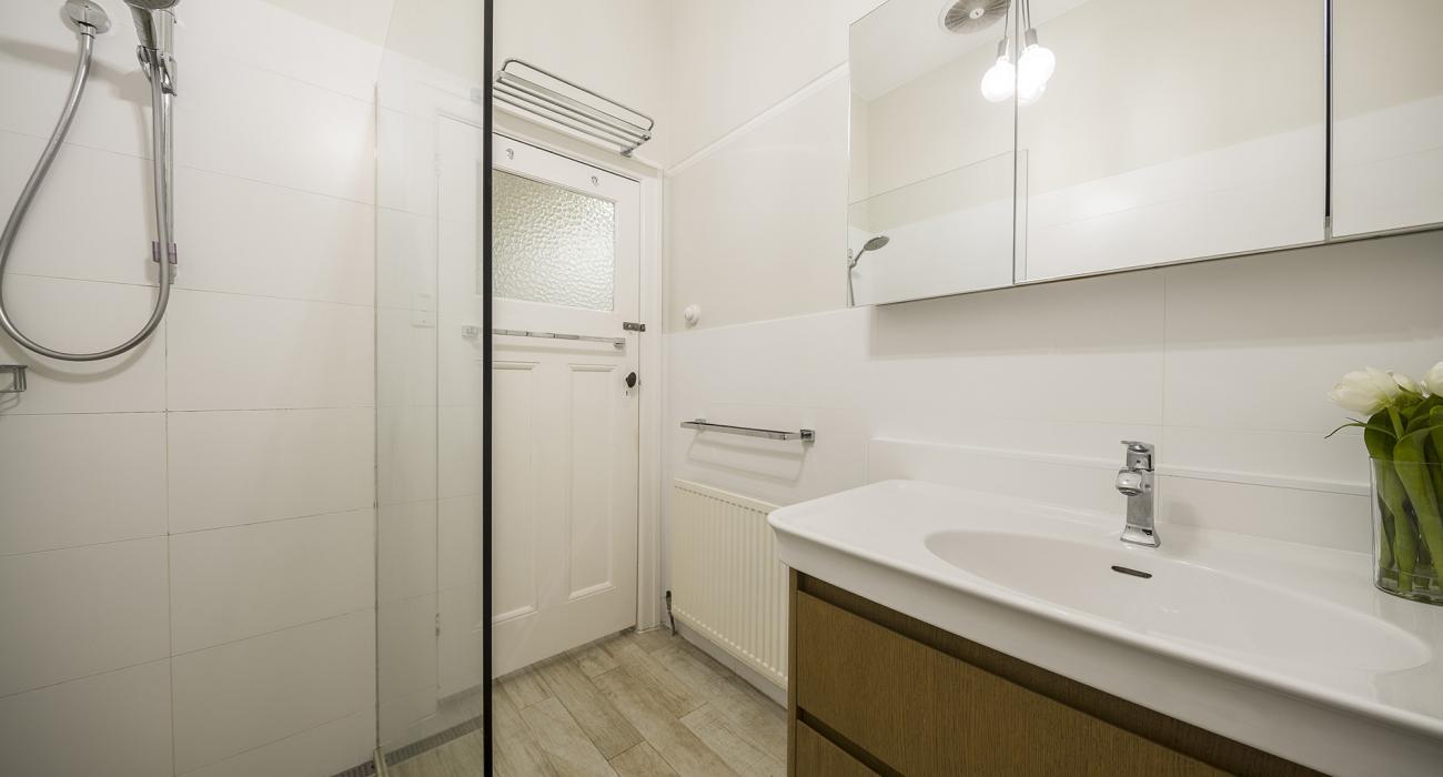 Elwood Beaches 3 - Elwood - Central Bathroom
