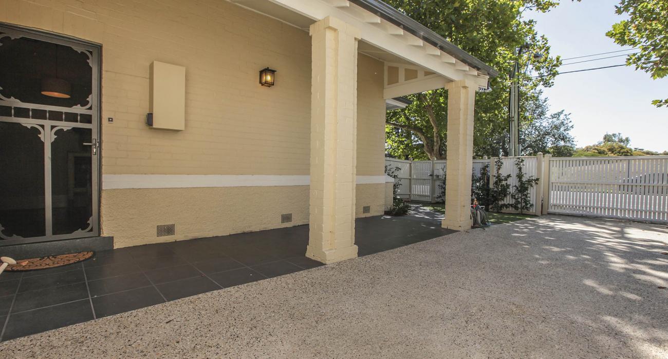 Elwood Beaches 3 - Elwood - Front House Area