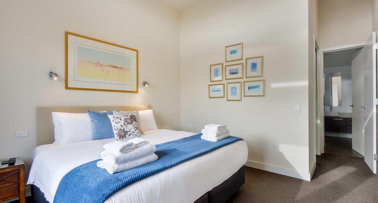 Maple on Kent - Glen Iris - Main Bedroom into Ensuite