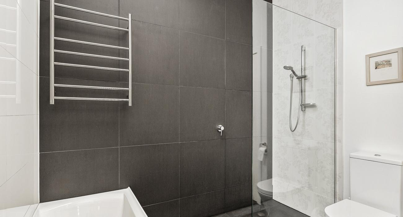 Mordi Beach House - Mordialloc - Master Bathroom b
