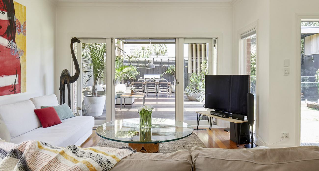 Mordi Sands - Mordialloc - Living Room and Deck