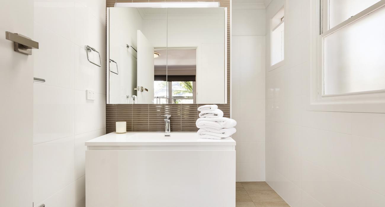 Sandy Breeze 1 - Sandringham - Bathroom b_1