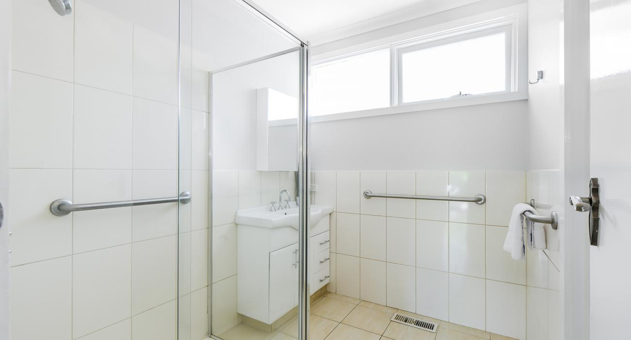Sandy Side 1 - Sandringham - Bathroom b