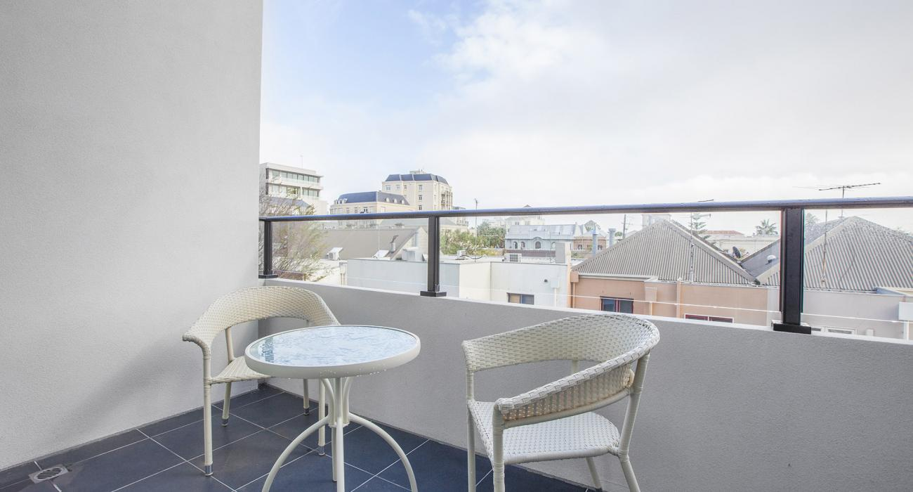 Sea Breeze at Port - Melbourne - Balcony Sitting Area