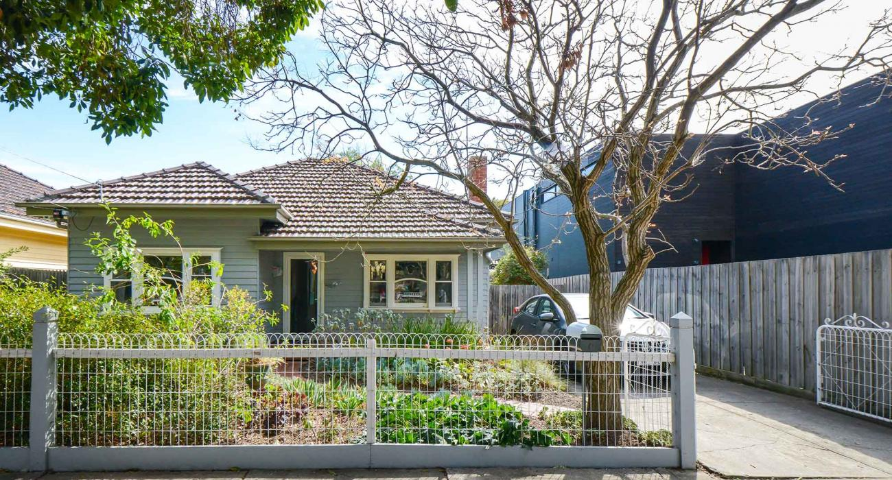 The Veronica - Northcote - Outdoor Fence Driveway