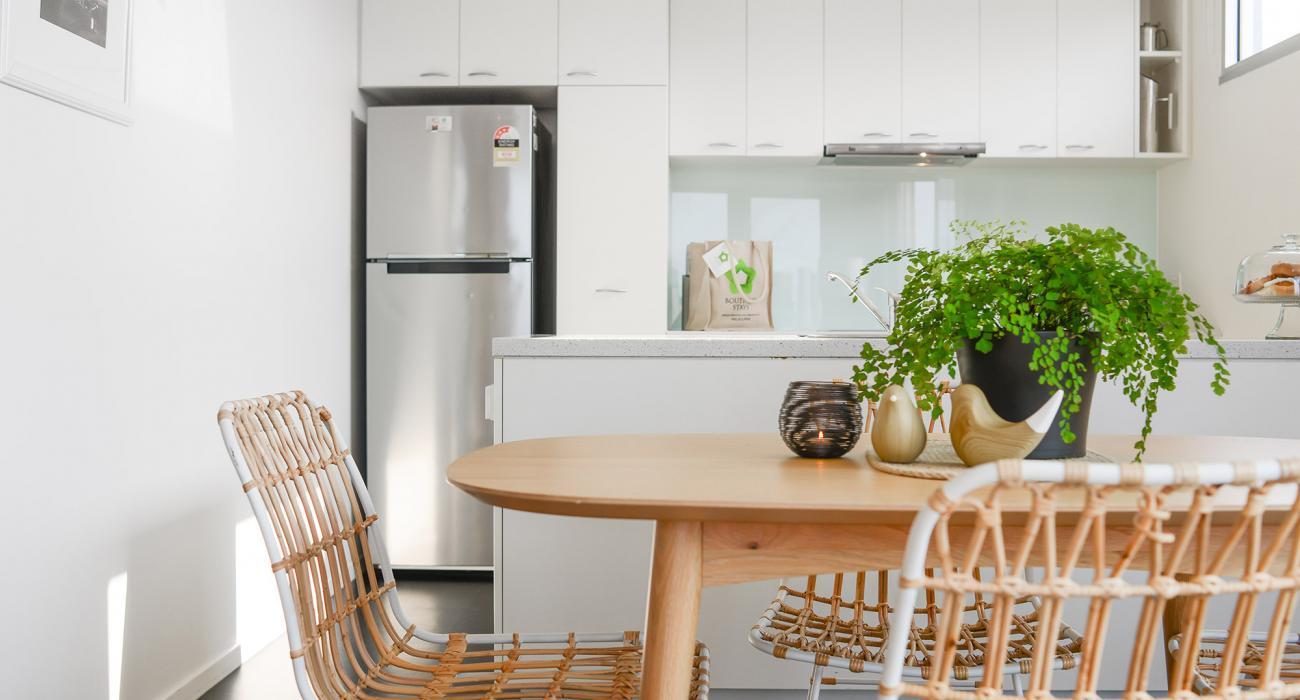 Zinc Views 501 - Port Melbourne - Kitchen and Dining