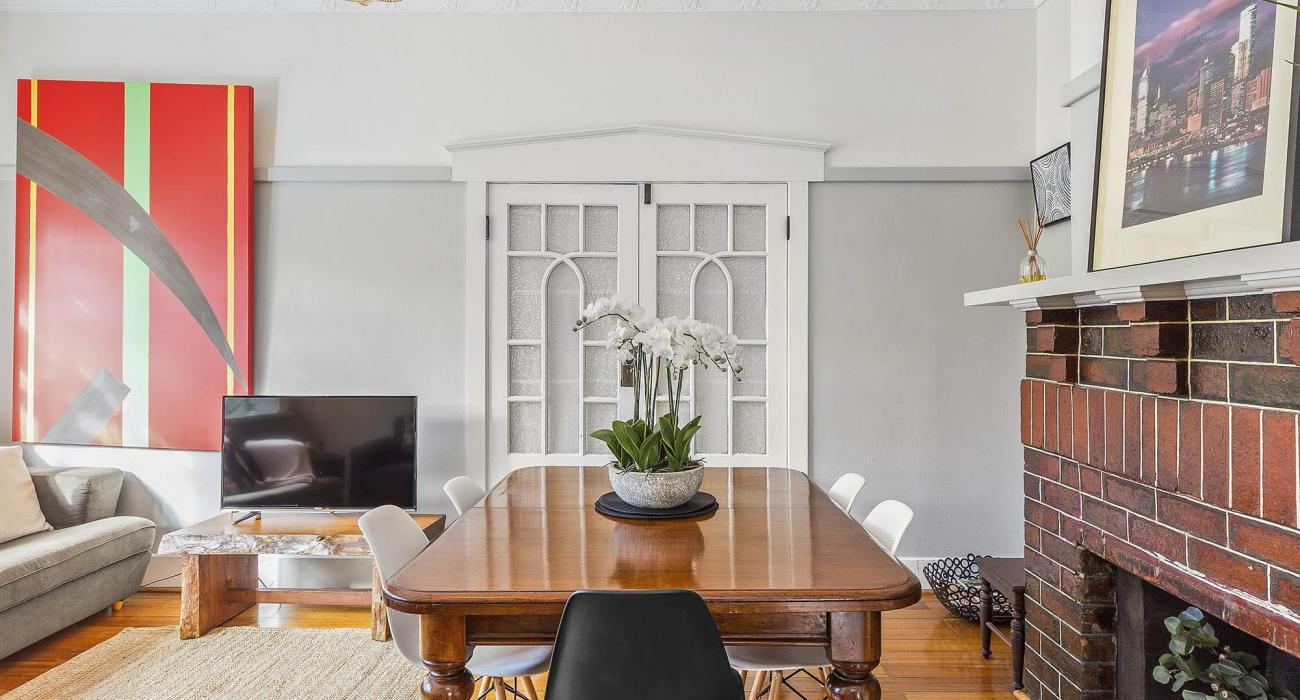 Elanora by The Bay - St Kilda - Dining and Living Area