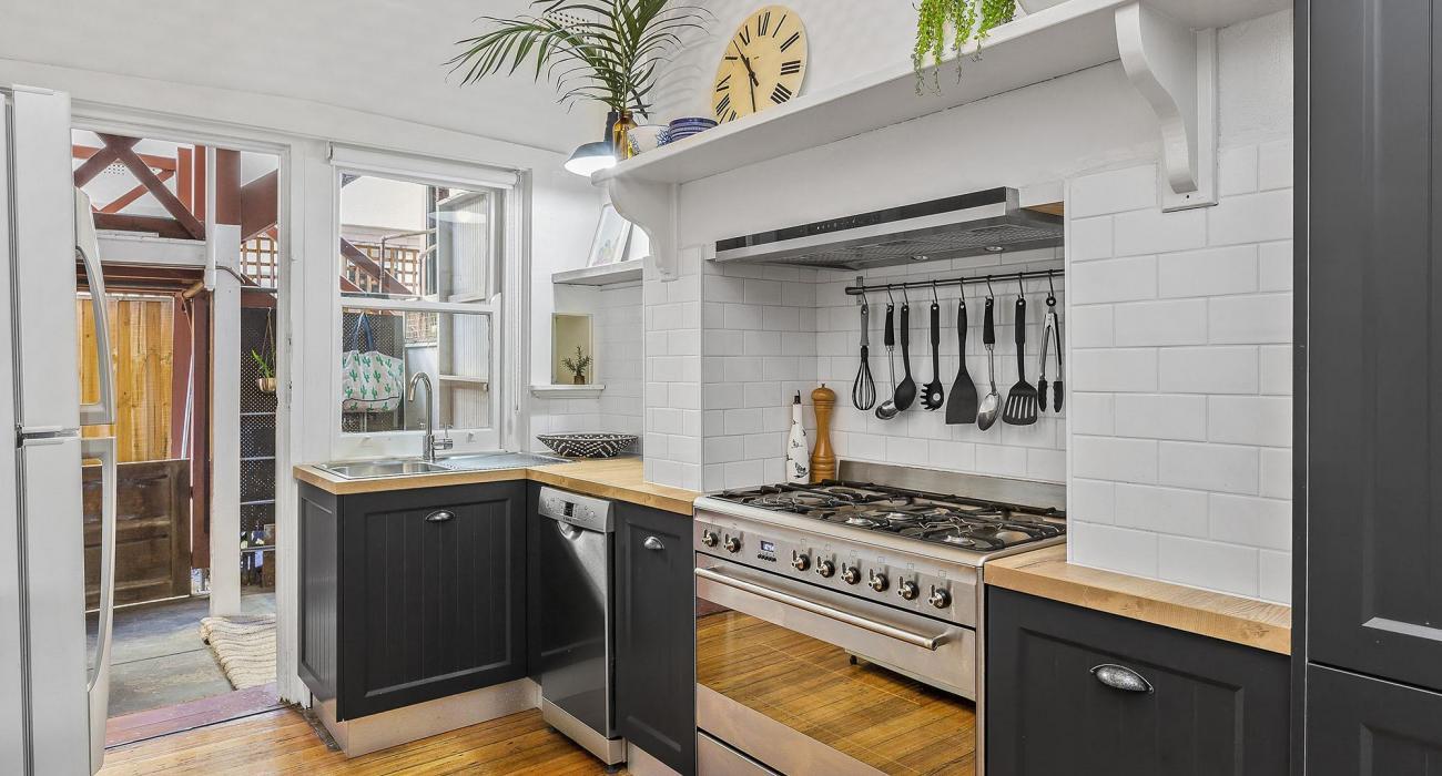 Elanora by The Bay - St Kilda - Kitchen
