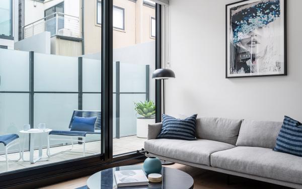 Axel Apartments 103 The Hadley - Glen Iris - Lounge and balcony