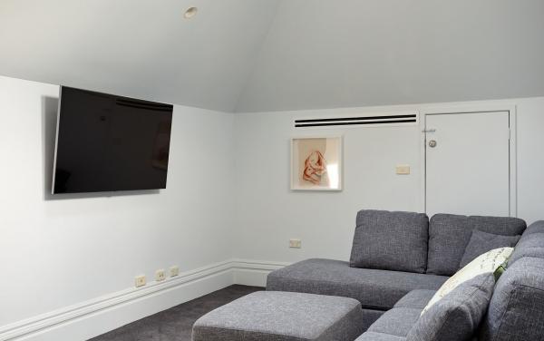 Bay Waves - Albert Park - Loft living space