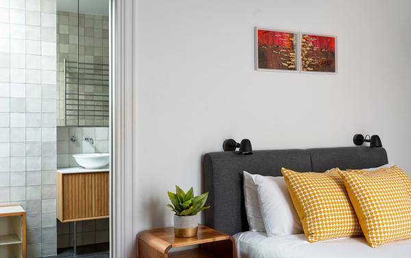 Bay Waves - Albert Park - Master Bedroom and ensuite
