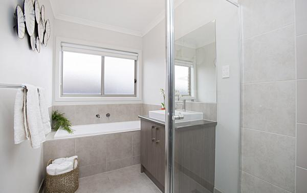 Carinya - Werribee - Bathroom Shared
