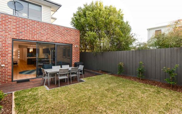 Caulfield Central - Caulfield - Outdoor Lounge Area