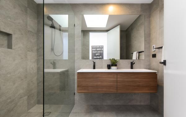 County Down - Port Melbourne - Bathroom b