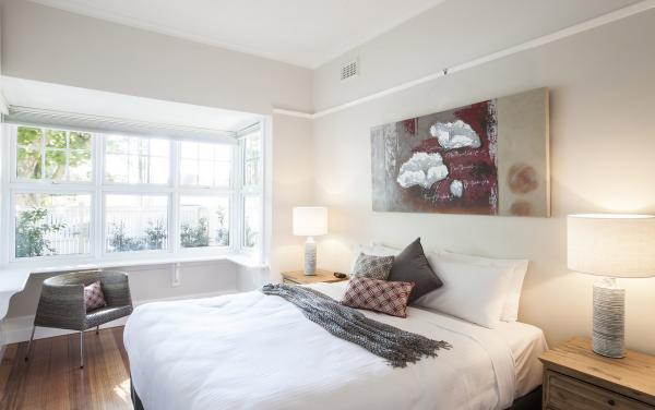 Elwood Beaches 3 - Elwood - Master Bedroom d