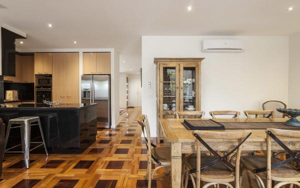 Elwood Hideaway - Elwood - Kitchen And Dining
