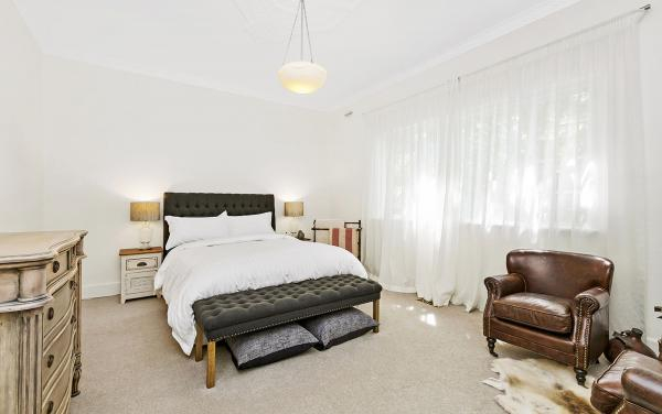 Frankies Place - Malvern - Master Bedroom