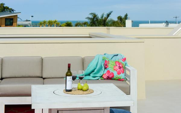 Hampton Lookout - Hampton - Roof Deck Couch and Centre Table