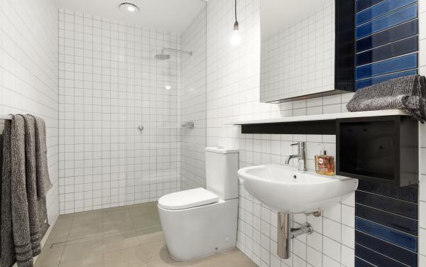 Highviews - Melbourne - Bathroom Area 1