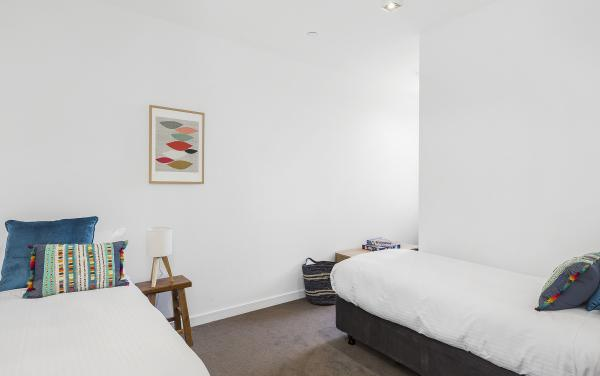 Maybloom - Hawthorn - Bedroom 2