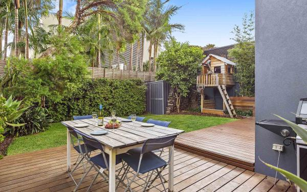Mordi Beach House - Mordialloc - Back Deck b