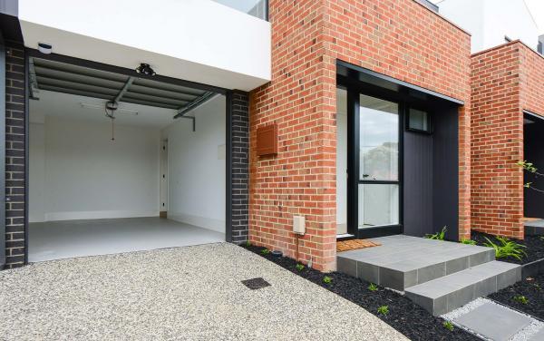 Murrumbeena Place 2 - Murrumbeena - Entrance and Garage
