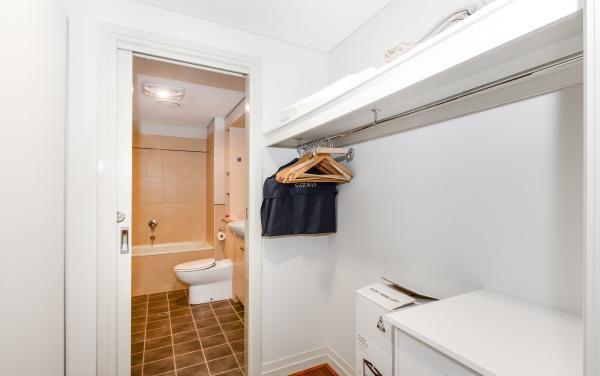 River Boulevard - Richmond - Bathroom b