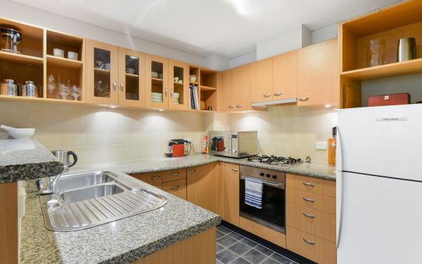 River Boulevard - Richmond - Kitchen