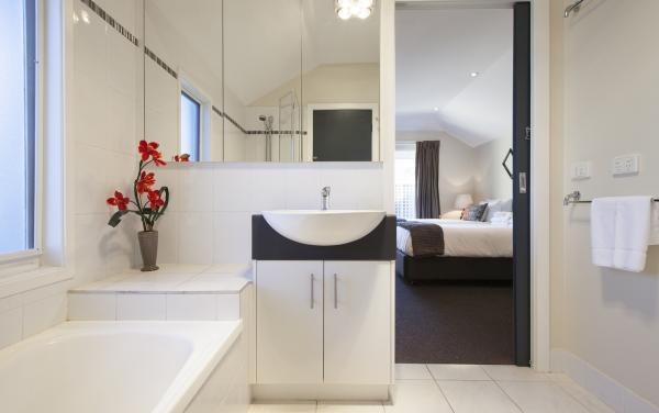 Roxys Place - Prahran - Bathroom c
