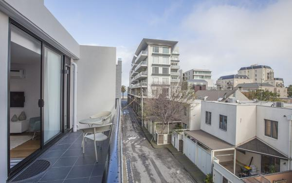 Sea Breeze at Port - Melbourne - Balcony View