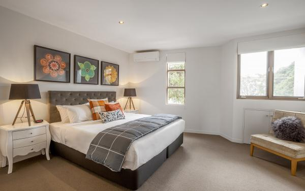 Somerset Terrace - Richmond - Main Bedroom