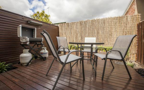 Somerset Terrace - Richmond - Outdoor Lounge BBQ Area