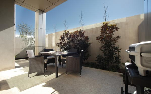 The Residence - Brighton - Outdoor Lounge Area BBQ