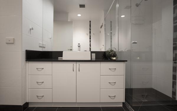 Wellington Mews - East Melbourne - Bathroom