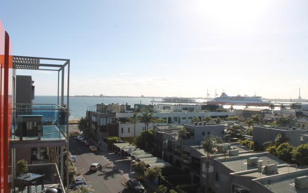 Zinc Views 501 - Port Melbourne - Outdoor Balcony Sea View b
