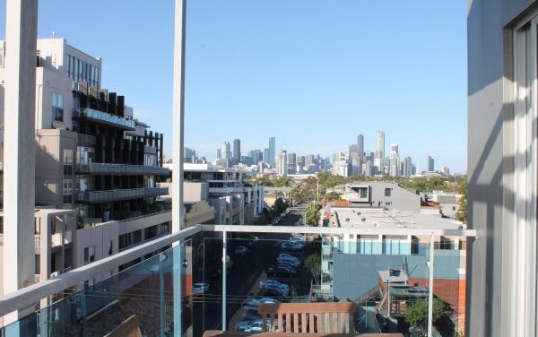 Zinc Views 501 - Port Melbourne - Outdoor Balcony Skyline e
