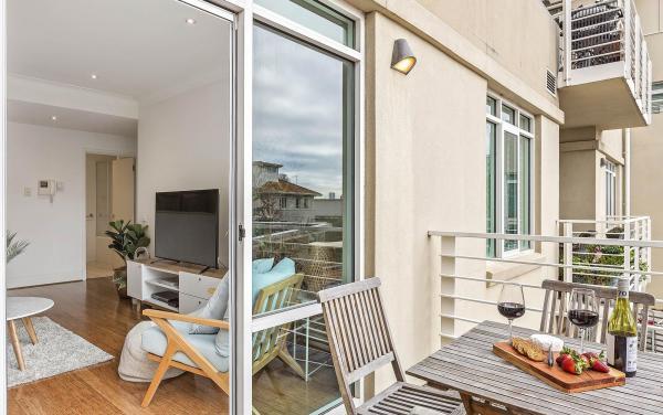 Alberts on Esplanade - Port Melbourne - Kitchen